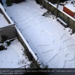 Riesenschuhabdruck im Schnee