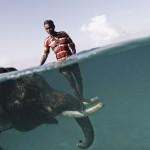 Mahut badet mit seinem Elefant